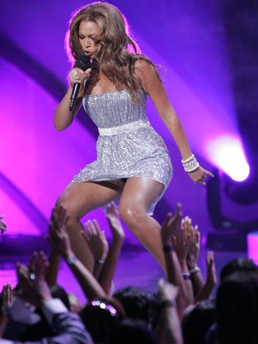 Muslonas beyonces. La cantante Beyoncé Knowles rinde a su audiencia cada vez que sale al escenario .