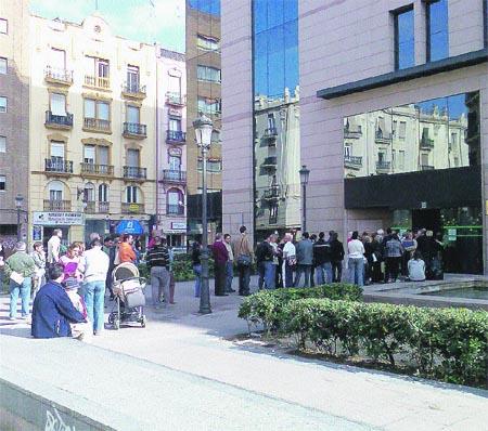las oficinas de la seguridad social traen cola en valencia