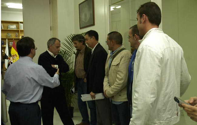 Reunión de los trabajadores con el presidente Vivas.