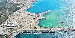 El dique definitivo del puerto exterior se blinda de cara a los temporales