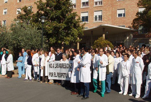 Concentración contra la violencia en los hospitales