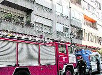 Una mujer de 73 años, intoxicada por humo al arder su cocina
