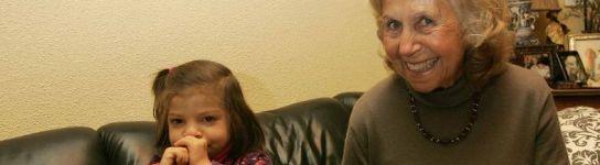 Trabaja y cuida a su nieta