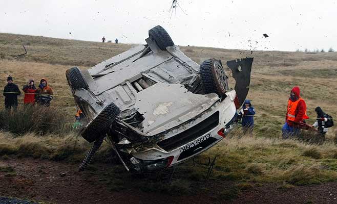 Público. Como se aprecia en la imagen, había muchas personas justo al lado de la pista donde se produjo el incidente. Mucho peligro.