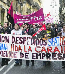 Més de 400 persones protesten contra els comiats a l'automoció