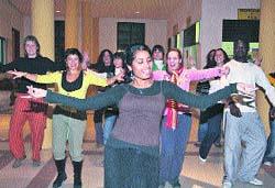 Filosofía baila como en Bollywood