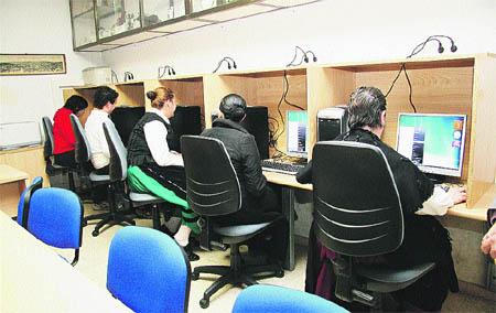 Los vecinos de Lavadores ya tienen un aula de Internet