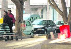 Taxistas de Elche sablean a los murcianos en El Altet