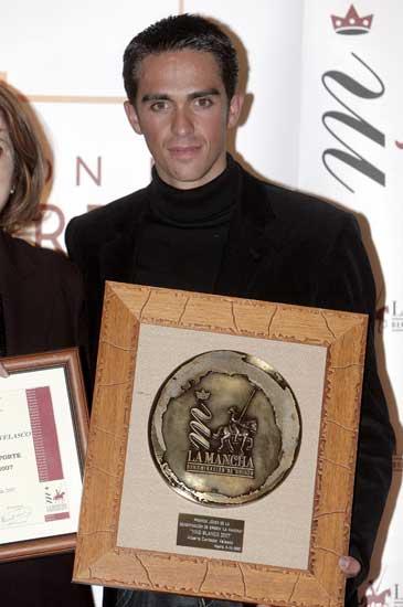 Alberto Contador en la entrega del premioJoven Solidario 2007