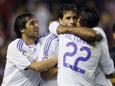 Van Nistelrooy, Raúl y Miguel Torres, del Real Madrid