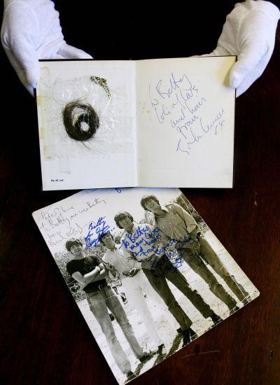 Mechón de pelo de Jonh Lennon