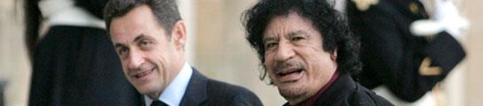 Nicolas Sarkozy y Muamar Gadafi