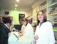Largas colas ante Verdú, en Oviedo, en busca del auténtico turrón de Jijona