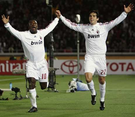 Seedorf y Kaká celebran el pase a la final del Mundial de Clubes.