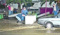 La rotura de una tubería inunda Elviña y afecta a miles de vecinos