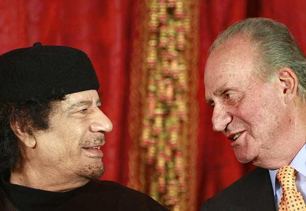 Gadafi  con el Rey