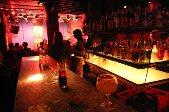 Los bares de copas cumplen medio siglo de existencia en Cantabria