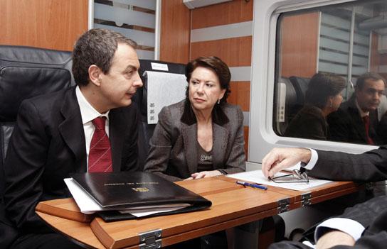 AVE Madrid-Valladolid. Rodríguez Zapatero y Magdalena Álvarez en el coche 1 del tren AVE.