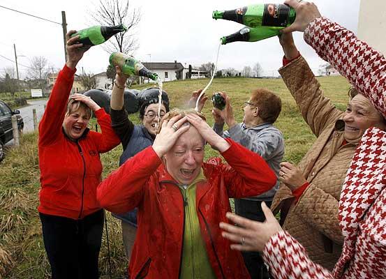 Festejo de la lotería en Llanes   20minutos.es