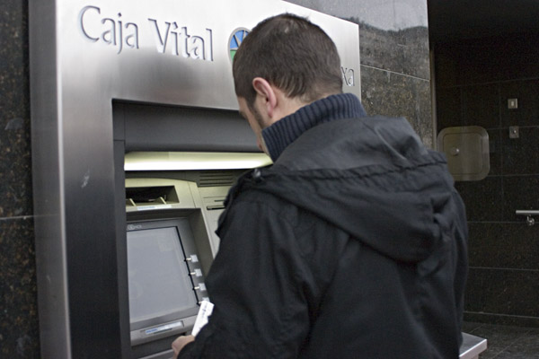 El servicio de remesas de caja vital crece un 30 durante for Caja vital oficinas vitoria