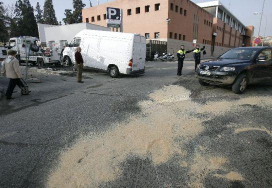 Tres mujeres heridas leves tras chocar un autob s de for Furgonetas en cordoba