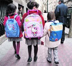 El uniforme escolar impide a las ni�as vestir pantal�n