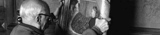 Picasso sosteniendo La nana: Marie Roussel en la cama de Vuillard Vauvenargues, primavera del 1959.