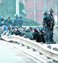 La Policía retuvo a los ultrasur en el puente de San Isidro