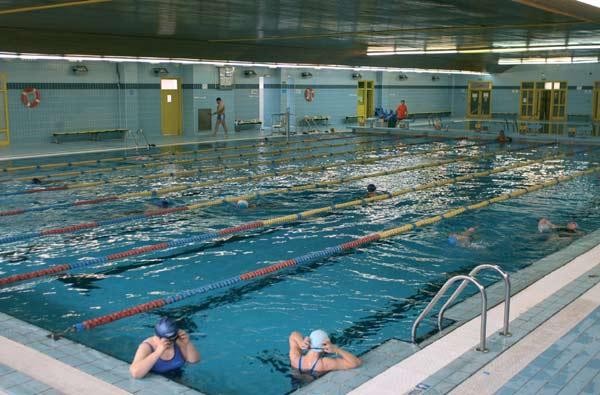 quedan plazas libres en piscinas y pabellones