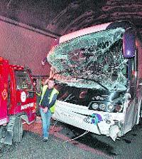 Un choque múltiple en la autovía A-66 se salda con 34 heridos leves