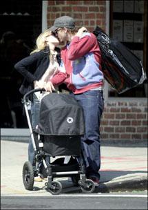 Heath Ledger, su entonces pareja y su hija.