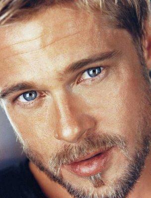 Los ojos azules de Brad Pitt.