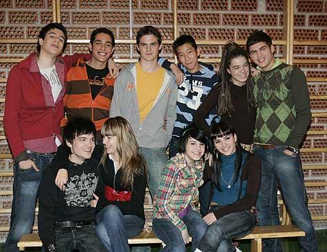 Algunos de los protagonistas de la serie 'Física y química'.