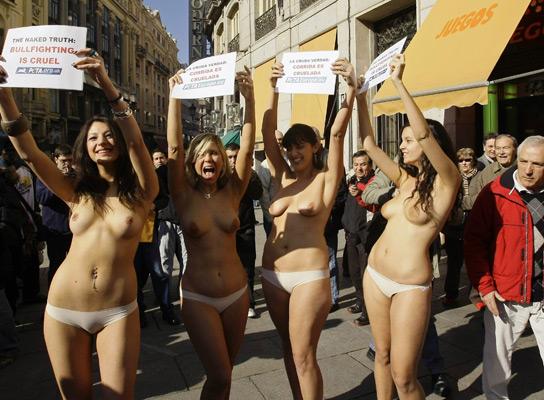 Manifestación antitaurina PETA