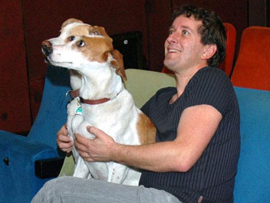 Con los perros en el cine