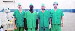 Los tres oftalmólogos zaragozanos atrapados en el Chad ya están en casa