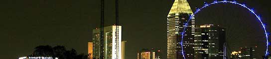 Vista de la noria mirador más alta del mundo, de 165 metros de altura y situada en Singapur. (How Hwee Young / EFE).