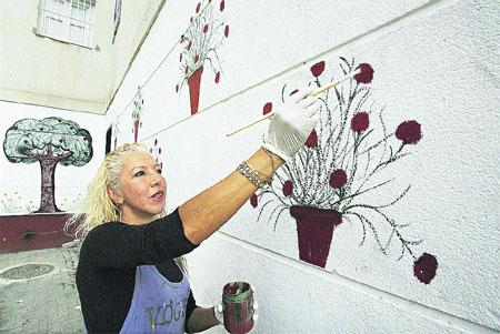 Árboles y macetas por grafitis