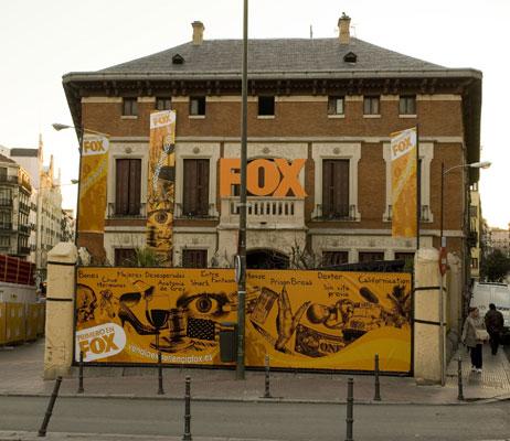 Casa Fox. El canal Fox (Digital + y redes de cable) ha decorado una casa, en realidad un palacete situado en el centro de Madrid, con los temas de las series, en una iniciativa titulada