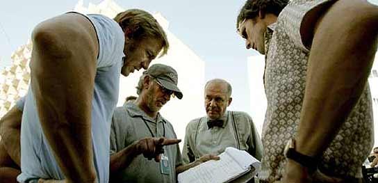 Spielberg dando instrucciones a Eric Bana