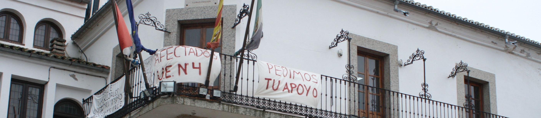 Pancartas en la fachada del Ayuntamiento