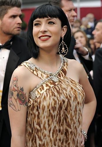 tatuajes leopardos.  tatuaje cutre, gasa, leopardo y perlas en los sitios menos adecuados.
