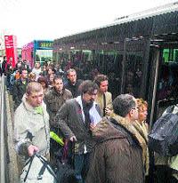 15 minutos más para llegar al Prat en el bus