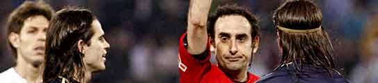 Iturralde enseña la tarjeta roja a Sergio Ramos