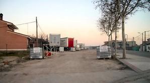 Un lector denuncia que varios camiones aparcan en la zona residencial del barrio de Puente Duero (Valladolid).