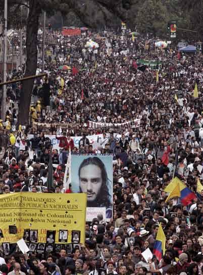 Miles de colombianos marcharon contra los crímenes de Estado
