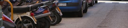 El acusado incendió presuntamente varios ciclomotores en esta calle el pasado 25 de marzo. M.V.