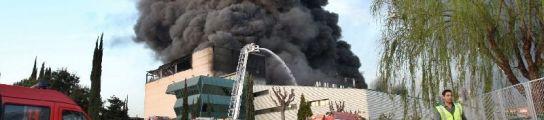 Incendio en una fábrica de plásticos de Polinyà (Barcelona).