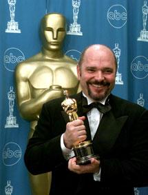 Anthony Minghella en 1997, al ganar el Oscar al Mejor Director por 'El paciente inglés'.