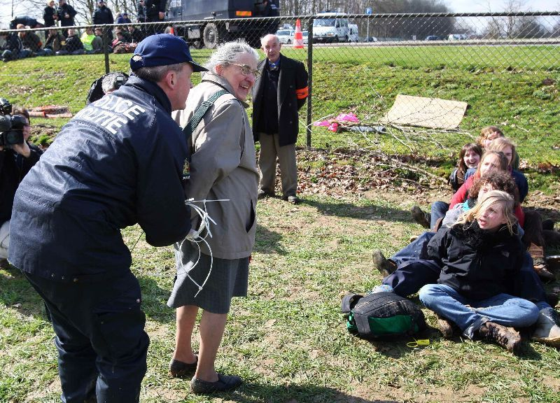 Detenidos por intentar entrar en la sede de la OTAN